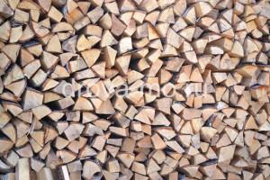 хранение колотых дров