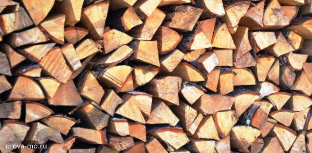 дрова уложенные в кузове авто